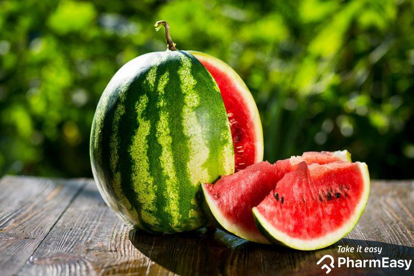 Bạn có thể ăn sống hạt dưa hấu, ăn hạt dưa hấu nảy mầm hoặc xay hạt thành bột để uống. Ảnh: PharmEasy.
