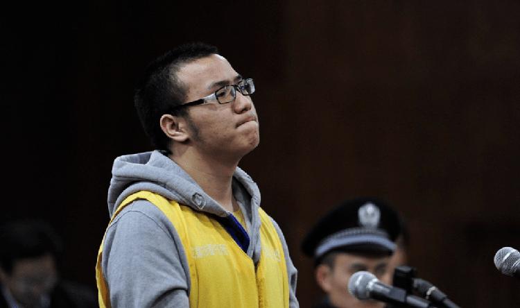 Lôi Sở Niên ngày ra tòa vì tội lừa đảo năm 2014. Ảnh: sina.