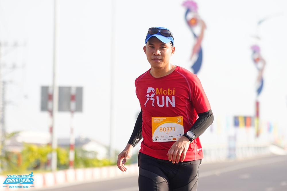 Huỳnh Quốc Hưng trong lần tham dự VnExpress Marathon Quy Nhơn 2020. Ảnh: VM