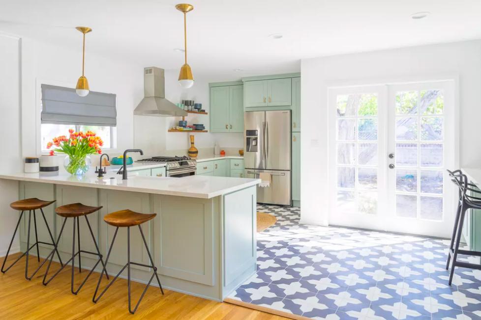 Màu xanh bạc hà ở khu bếp đem tới cảm giác thư giãn. Ảnh: The Spruce