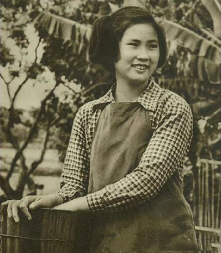 Ngô Thắng Minh năm 16 tuổi, khi làm giúp việc cho một gia đình ở Thượng Hải. Ảnh: 163.com