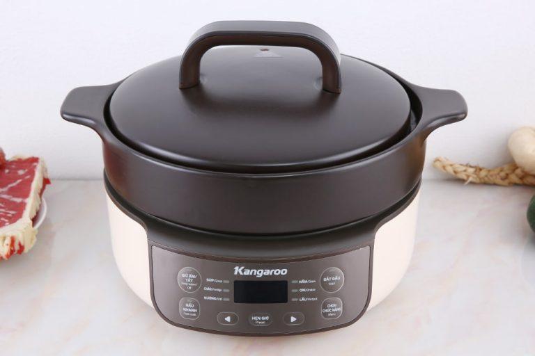 Nồi hầm dưỡng sinh Kangaroo KG3SC1 cài đặt sẵn 8 chế độ nấu: Nấu nhanh (Fast cook); Súp (Soup); Cháo (Porridge); Nướng (Grill); Hầm (Stew); Om (Braise); Lẩu (Hot pot); Giữ ấm ( Keep Warm ). Mỗi chế độ nấu đều được thiết kế có thể cài đặt hẹn giờ.  Sự đặc biệt của nồi hầm dưỡng sinh nằm ở lòng nồi được thiết kế dày, cộng với công nghệ chống dính Ceramic, giúp món ăn được ninh chín từ từ, mềm nhưng không bị nát. Nồi có dung tích 3 lít, Tay cầm được thiết kế chống bỏng. Công suất 790 W tiết kiệm điện. Sản phẩm đang được ưu đãi 51% còn 1,49 triệu đồng.