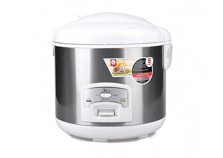 Nồi cơm điện SMART COOK EL-7166 dung tích 1,2 lít phù hợp nấu cho ít người ăn. Nồi có công suất 535 W, tích hợp 5 chức năng nấu: nấu cơm, cháo, súp, hấp và các món luộc. Lòng nồi được làm bằng nhôm nguyên chất, phủ lớp chống dính. Nồi có khản năng giữ ấm tới 5 giờ đồng hồ. Sản phẩm đang được ưu đãi 50% còn 437.000 đồng
