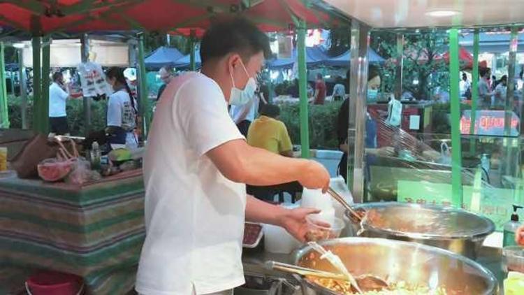 Vu Hồng Đào hiện tại cảm thấy hài lòng với cuộc sống của mình, anh dự định khởi nghiệp lại từ quầy chân gà tại chợ, sau hai lần thất bại. Ảnh: Thenews