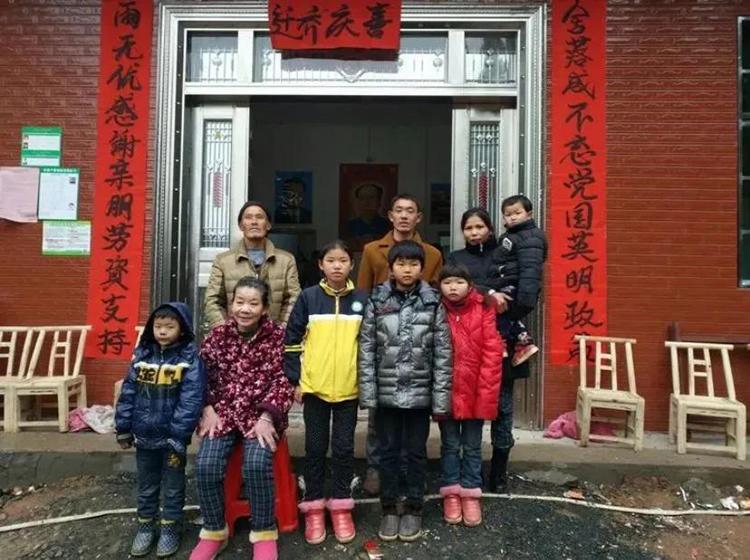 Ngôi nhà mới của Bá Ngũ Kế được xây dựng nhờ hội cựu sinh viên đại học cũ cô theo học tại tỉnh Giang Tây. Cô cũng có một công việc mới, thay vì chỉ ở nhà sinh đẻ và chăm con như trước. Ảnh: Sohu