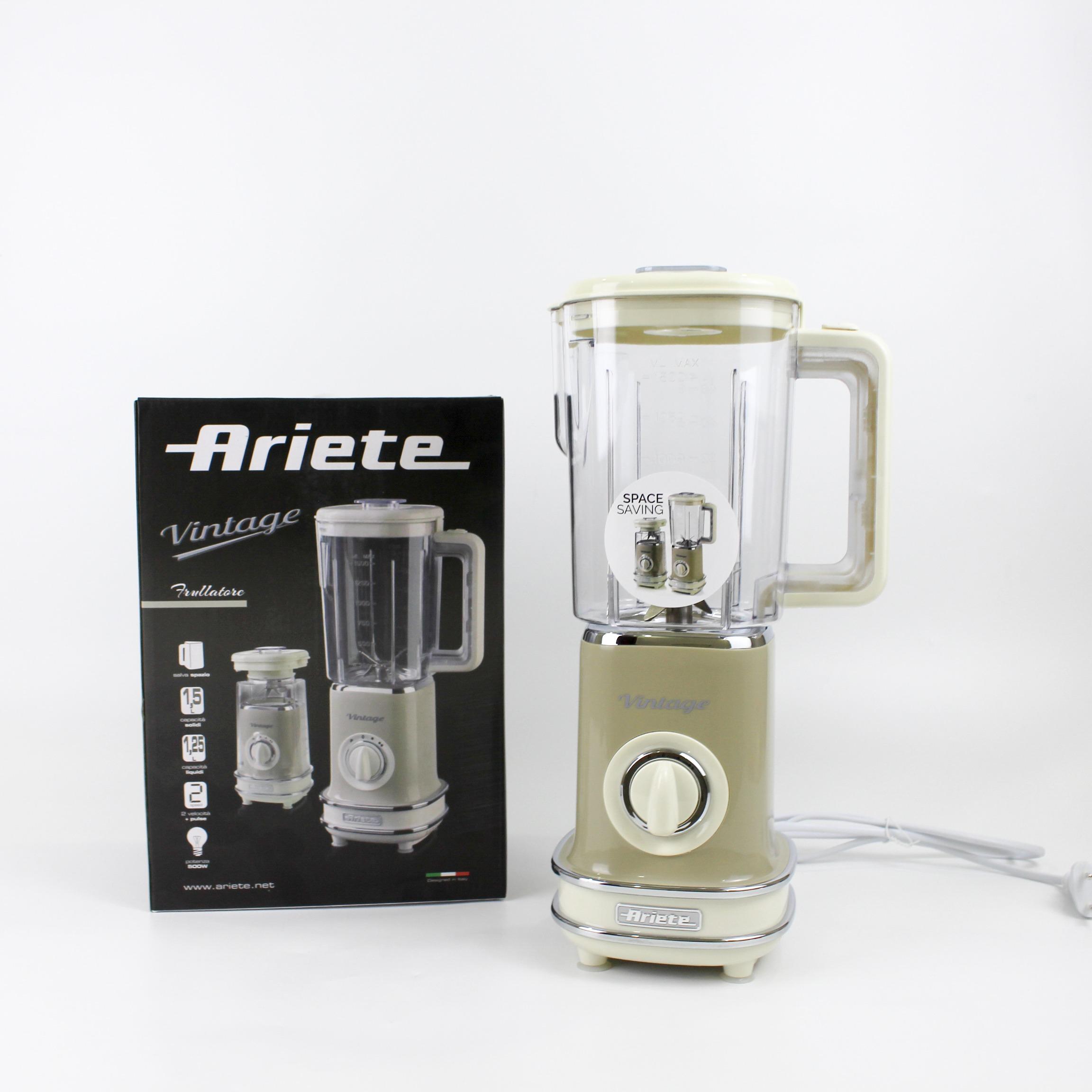 Máy xay sinh tố Ariete MOD 0568 có thiết kế cổ điển với một núm xoay điều chỉnh các cấp độ xay và nhồi tùy ý. Dung tích cối xay lớn 1,5 lít với công suất 500 W và 6 lưỡi dao sắc bén bằng thép không gỉ. Máy có thể xay nhuyễn các loại hoa quả, đá viên... Cối có thể tháo rời, dễ dàng vệ sinh. Chân đế cân bằng, giảm tiếng ồn khi sử dụng. Sản phẩm có giá 1,32 triệu đồng, giảm 45% so với giá gốc.