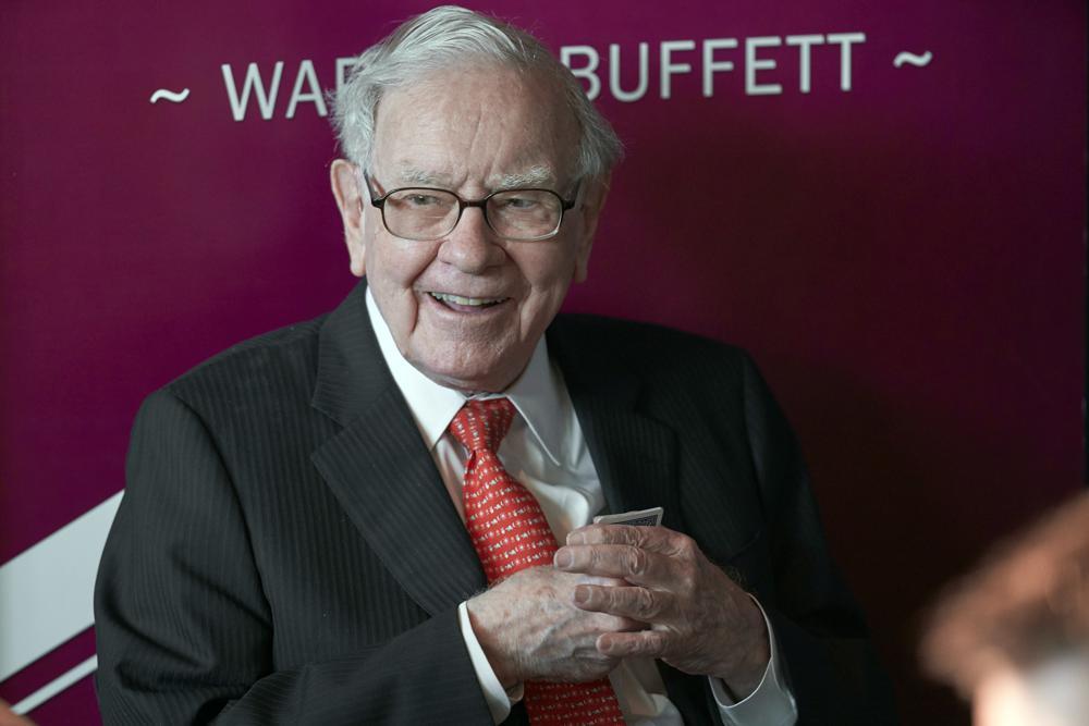 Tỷ phú Warren Buffett phát biểu tại đại hội cổ đông thường niên năm 2019 của tập đoàn Berkshire Hathaway ở Nebraska, Mỹ. Ảnh: AP.