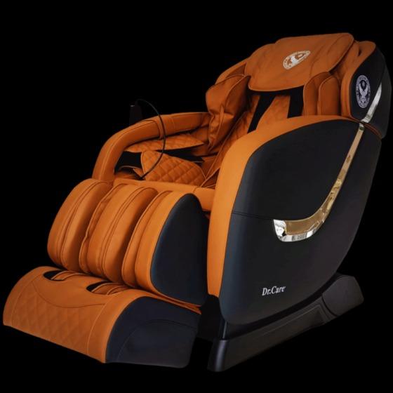 Ghế massage Dr.Care Golfer - GF838 giảm 49% còn 31 triệu đồng; trang bị 2 bộ máy massage tiên tiến nhất của Dr.Care với tổng cộng 8 tay đấm, tương đương 4 người xoa bóp đấm lưng cùng lúc. Ghế cũng tích hợp các bài tập yoga. Loa nghe nhạc bluethooth tích hợp trong ghế giúp tăng cảm giác thư giãn giống như bạn đang ở trong một phòng spa chuyên nghiệp.Mặt ngoài ghế được bọc da có độ bền 8-10 năm. Trọng lượng 88 kg, kích thước 128 x 83 x 120 cm, công suất tối đa 150 W, sản phẩm bảo hành 5 năm.