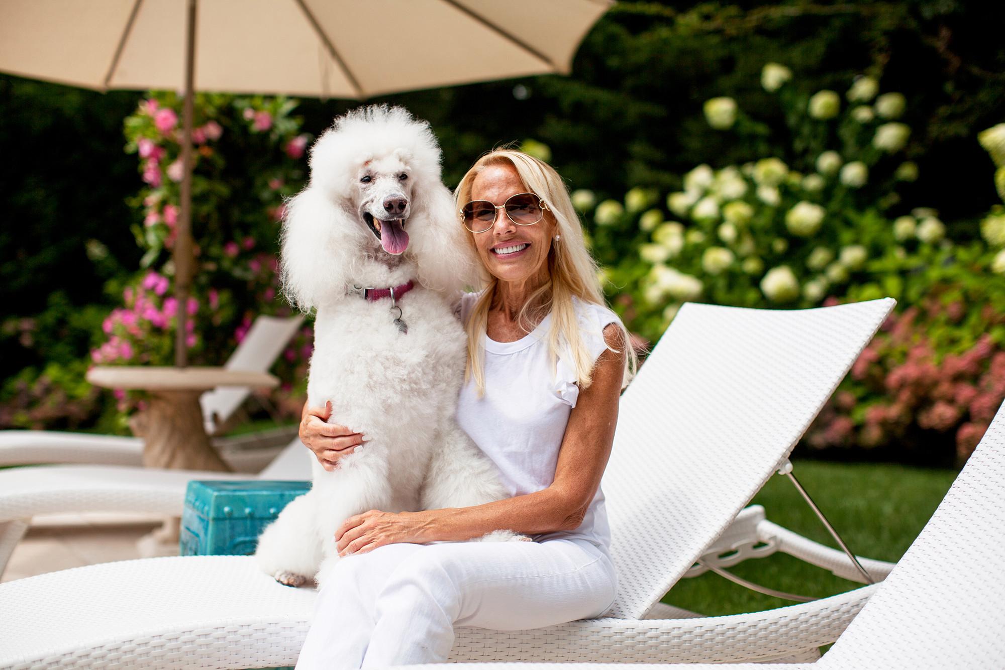 Marilyn và con chó của cô, Delilah, sau khi được tắm gội, massage. Ảnh: Nypost