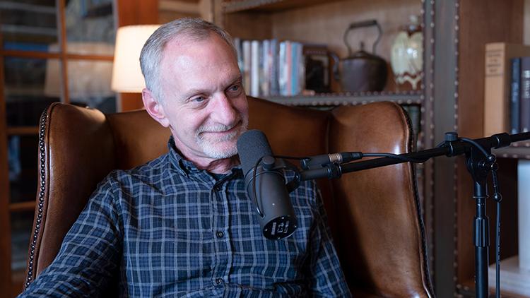 Robert Waldinger, giám đốc của dự án Nghiên cứu về sự phát triển của người trưởng thành kéo dài đã 76 năm và vẫn đang tiếp tục thực hiện. Ảnh: pinterest.