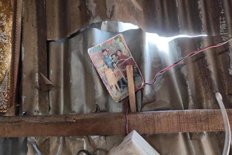 Bức ảnh gia đình Marium được người mẹ mang theo sang Ấn Độ tìm con gái. Ảnh: vice.com