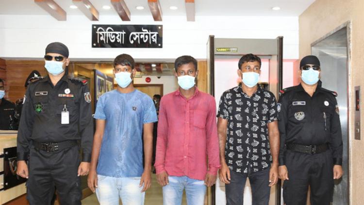 Những kẻ buôn người bị bắt giữ trước khi hai mẹ con Asiya trở về nước. Ảnh: vice.com