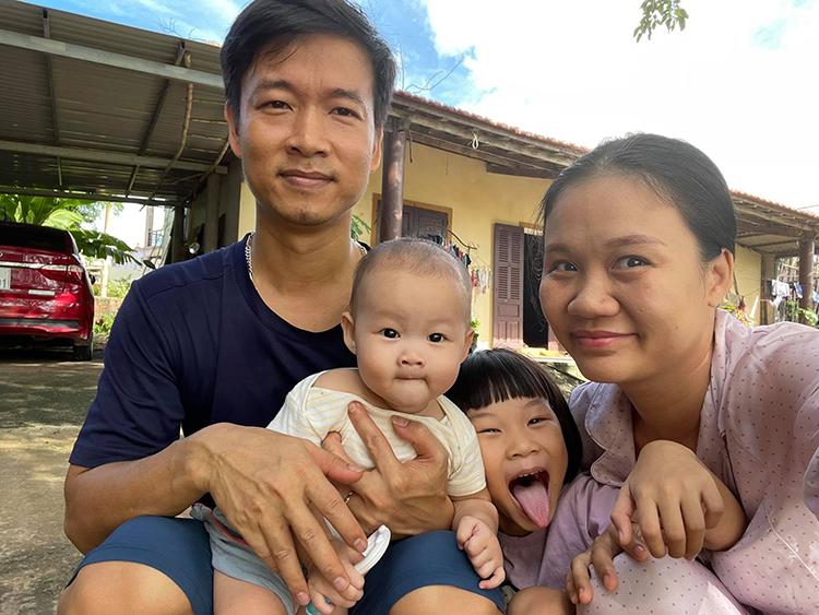 Vợ chồng Hương, Nghĩa và các con hiện đang sinh sống tại Quảng Bình. Ảnh: Nhân vật cung cấp.