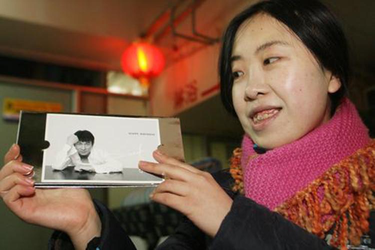 Dương Lệ Quyên từng si mê Lưu Đức Hoa và theo đuổi để được gặp anh trong 13 năm. Ảnh: sina.