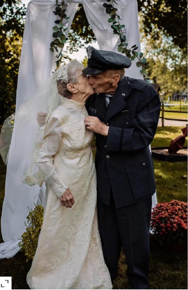 Vợ chồng bà Frankie trong lễ kỷ niệm ngày cưới. Ảnh: HILARY MICHELSON
