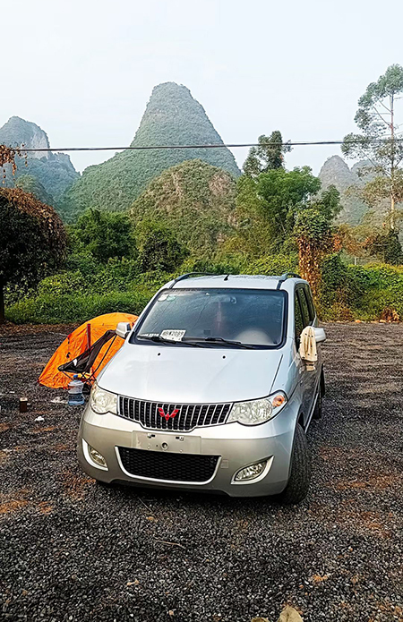 The car was borrowed by Ha from a friend to buy and take Luong to travel as he wished.  Photo: bjnew.com